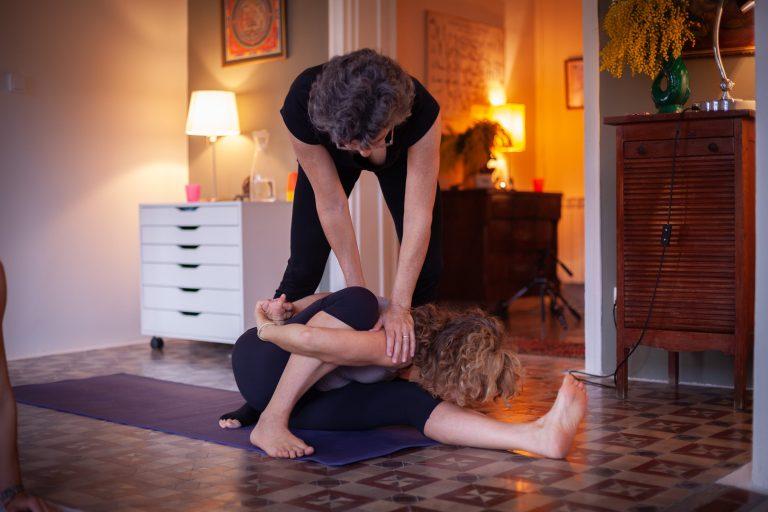 Corrección de Asanas en Ashtanga Yoga Shala Barcleona